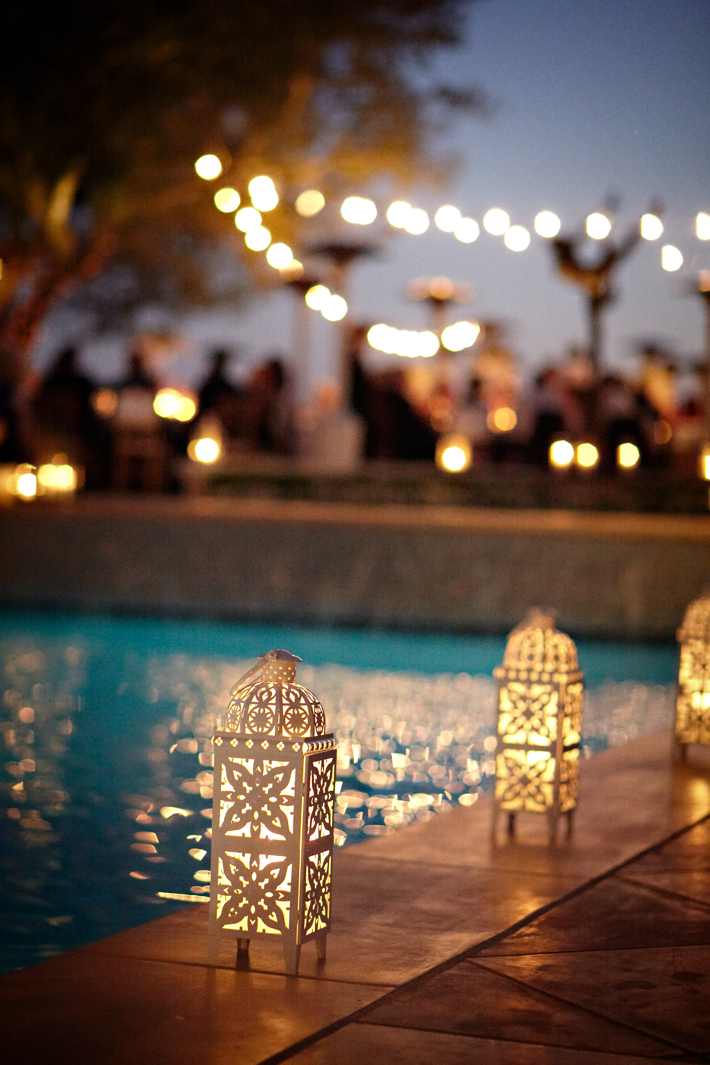 pool-lanterns-estate-wedding